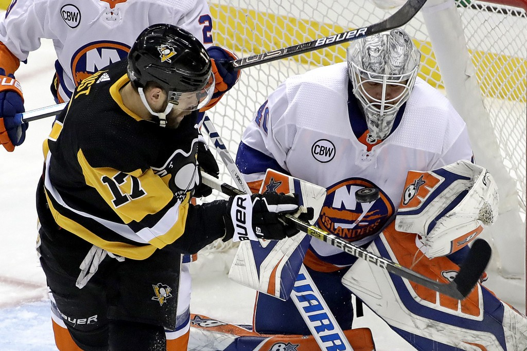 Pittsburgh Penguins' Bryan Rust (17) can't get to a rebound off New York Islanders goaltender Robin Lehner (40) during the first period in Game 4 of a
