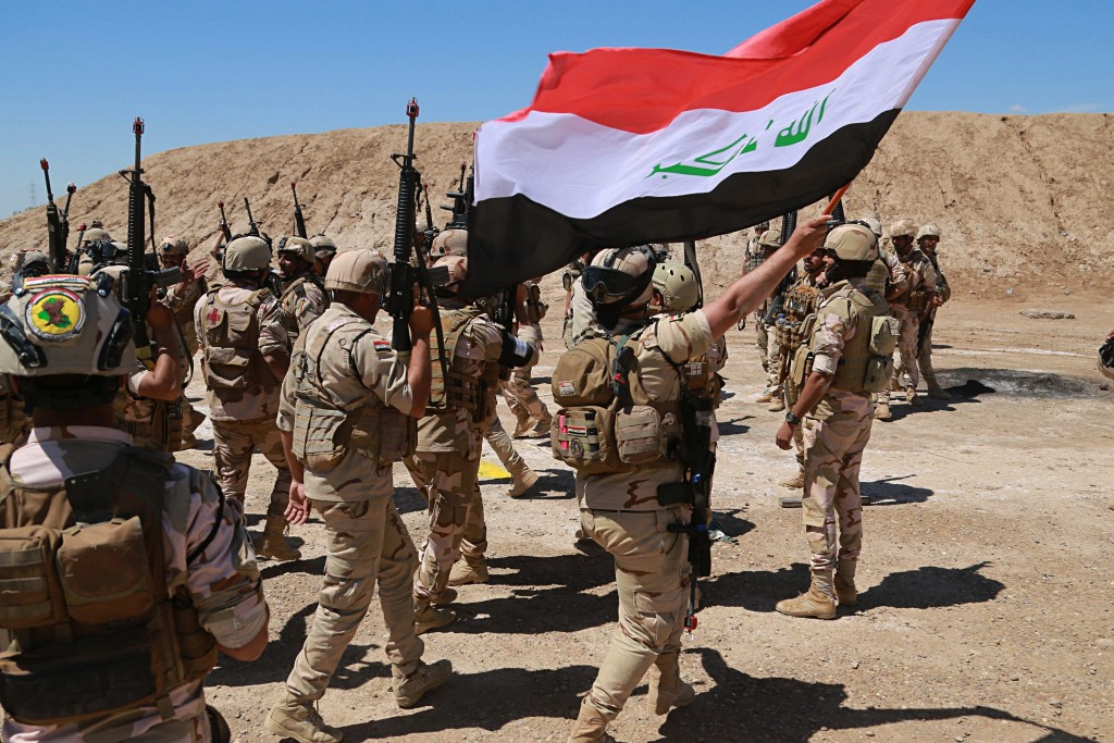 Iraqi soldiers chant slogans against IS while Australian and New Zealand coalition forces participate in a training mission with Iraqi army soldiers a
