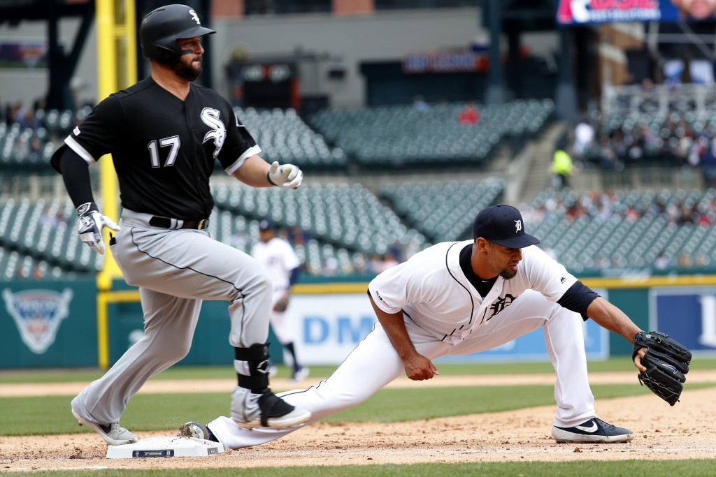 Chicago White Sox's Yonder Alonso (17) beats the throw to Detroit Tigers pitcher Tyson Ross, covering first base in the sixth inning of a baseball gam...