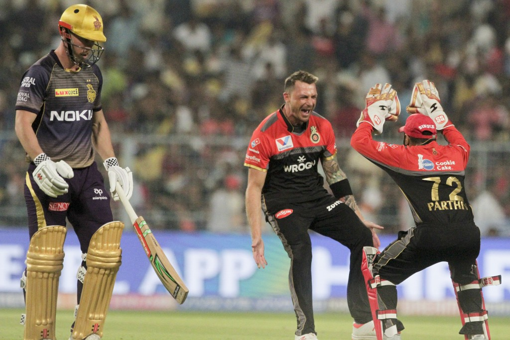 Royal Challengers Bangalore's bowler Dale Steyn, second right, and Parthiv Patel celebrate the dismissal of Kolkata Knight Riders' Chris Lynn, left, d...