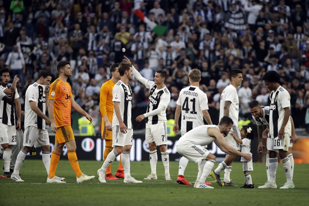 Juventus players celebrate at the end of a Serie A soccer match between Juventus and AC Fiorentina, at the Allianz stadium in Turin, Italy, Saturday, ...