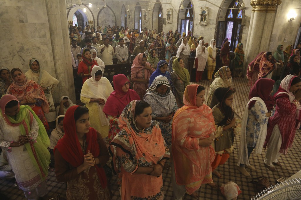 Pakistani Christians attend special prayers for the victims of bomb explosions in churches and hotels in Sri Lanka, in Lahore, Pakistan, Tuesday April...