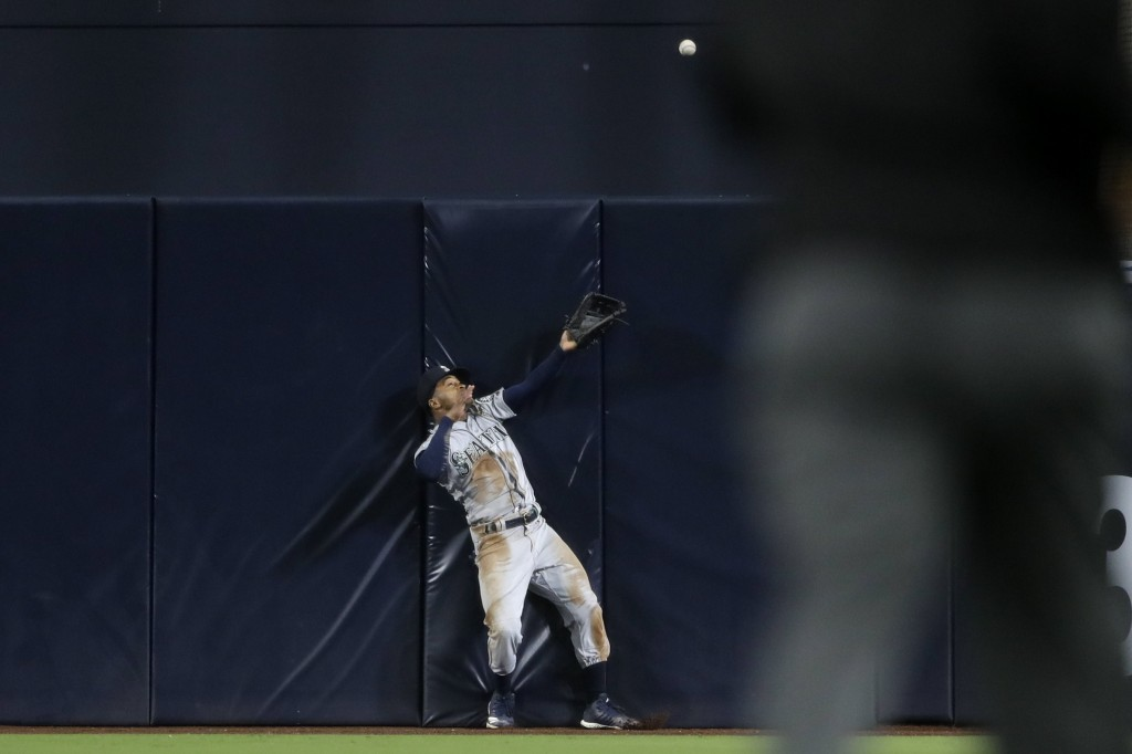 Seattle Mariners center fielder Mallex Smith can't make the catch on a two-run home run hit by San Diego Padres' Austin Hedges during the sixth inning...