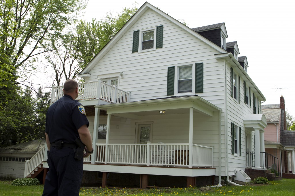 Baltimore police officer stand outside the house of Baltimore Mayor Catherine Pugh in Baltimore, MD., Thursday, April 25, 2019. Agents with the FBI an...