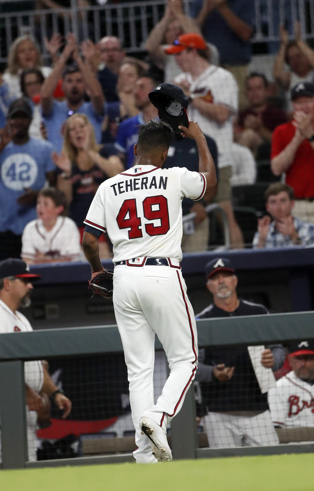 Atlanta Braves starting pitcher Julio Teheran (49) tips his cap to the crowd as he leaves during the fifth inning of the team's baseball game against