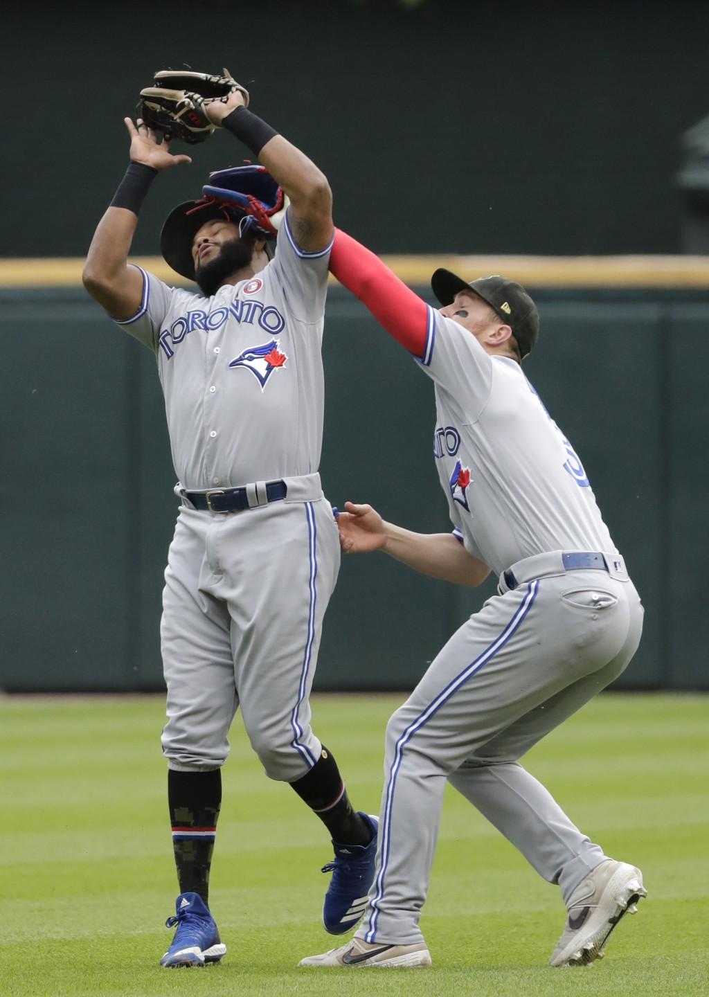 Toronto Blue Jays second baseman Richard Urena, left, and right fielder Brandon Drury collide as Urena makes a catch a fly ball by Chicago White Sox's...