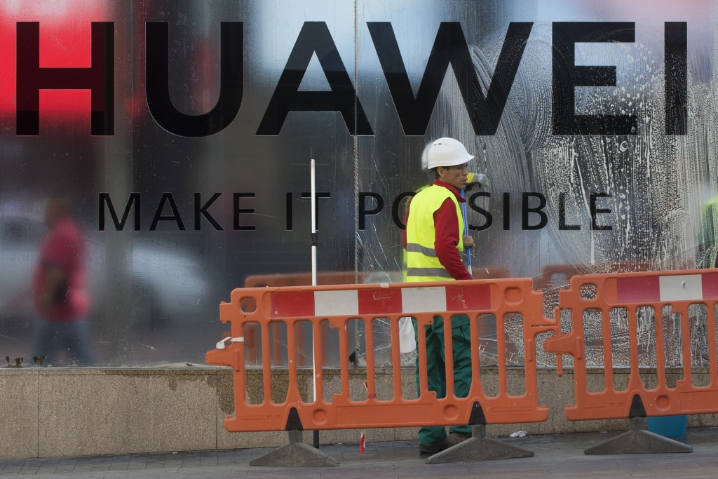 UK mobile operators suspend launch of Huawei     | Taiwan News
