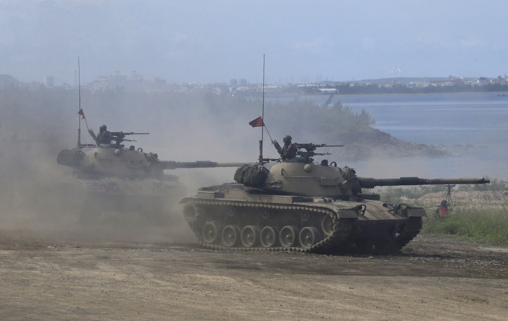 Taiwanese tanks in Pingtung Countyduring the 36th annual Han Kuang military exercise.