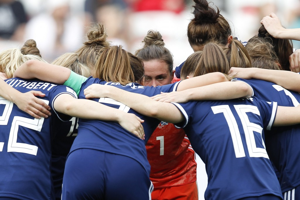 Scotland goalkeeper Lee Alexander talk with her teammates during the Women's World Cup Group D soccer match between England and Scotland in Nice, Fran