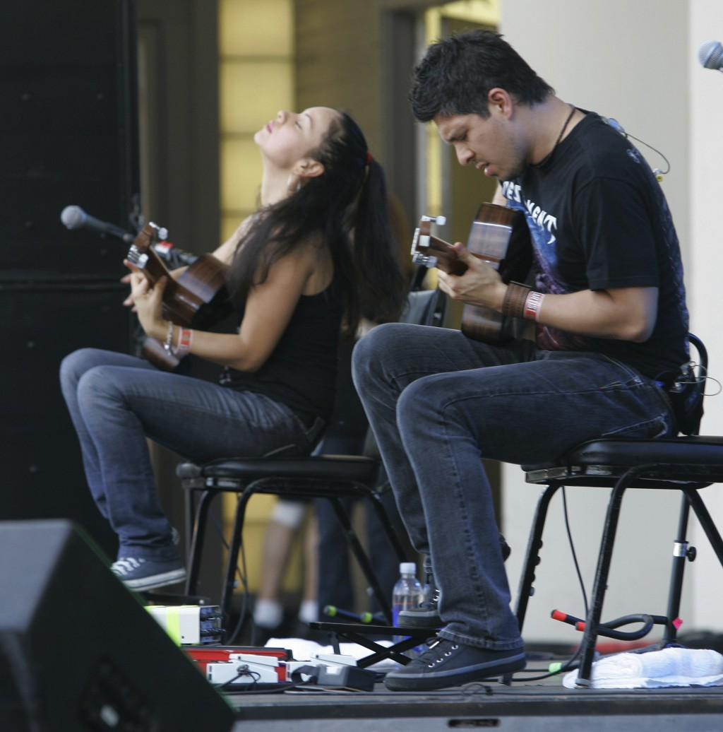 "FILE - In this Aug. 5, 2007 file photo, Gabriela Quintero, left, and Rodrigo Sanchez, of the group ""Rodrigo Y Gabriela"" perform at Lollapalooza at Gra"