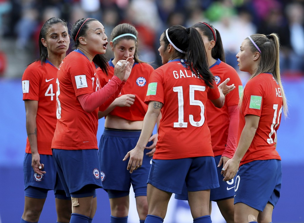 Chile's Camila Saez, 2nd left, talks to her teammates during the Women's World Cup Group F soccer match between Chile and Sweden at the Roazhon Park i