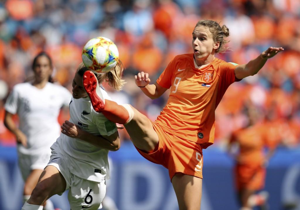 Netherlands' Vivianne Miedemam, right, kicks the b...