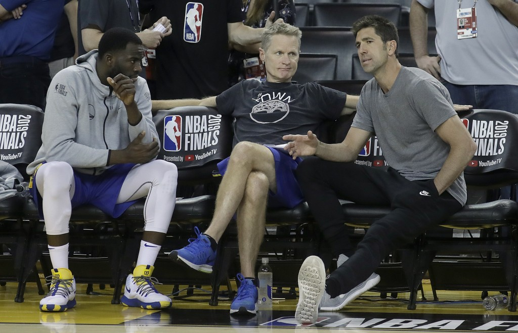 Golden State Warriors general manager Bob Myers, right, talks with forward Draymond Green, left, and head coach Steve Kerr during a team practice in O...