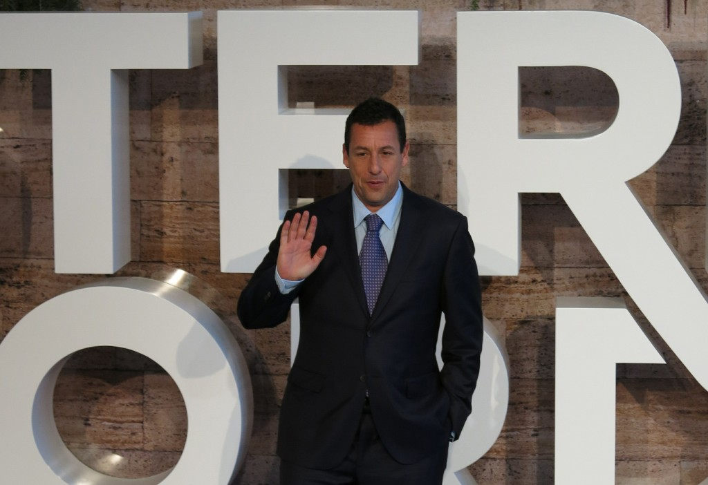 """Adam Sandler arrives to the premiere of Netflix's film Murder Mystery, or """"Misterio a bordo,"""" in Mexico City, Wednesday, June 12, 2019. (AP Photo/Bere"""