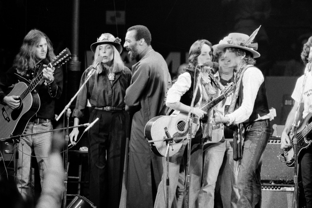 FILE - In this Dec.1975 file photo,  musicians Roger McGuinn, Joni Mitchell, Richi Havens, Joan Baez and Bob Dylan perform the finale of the The Rolli