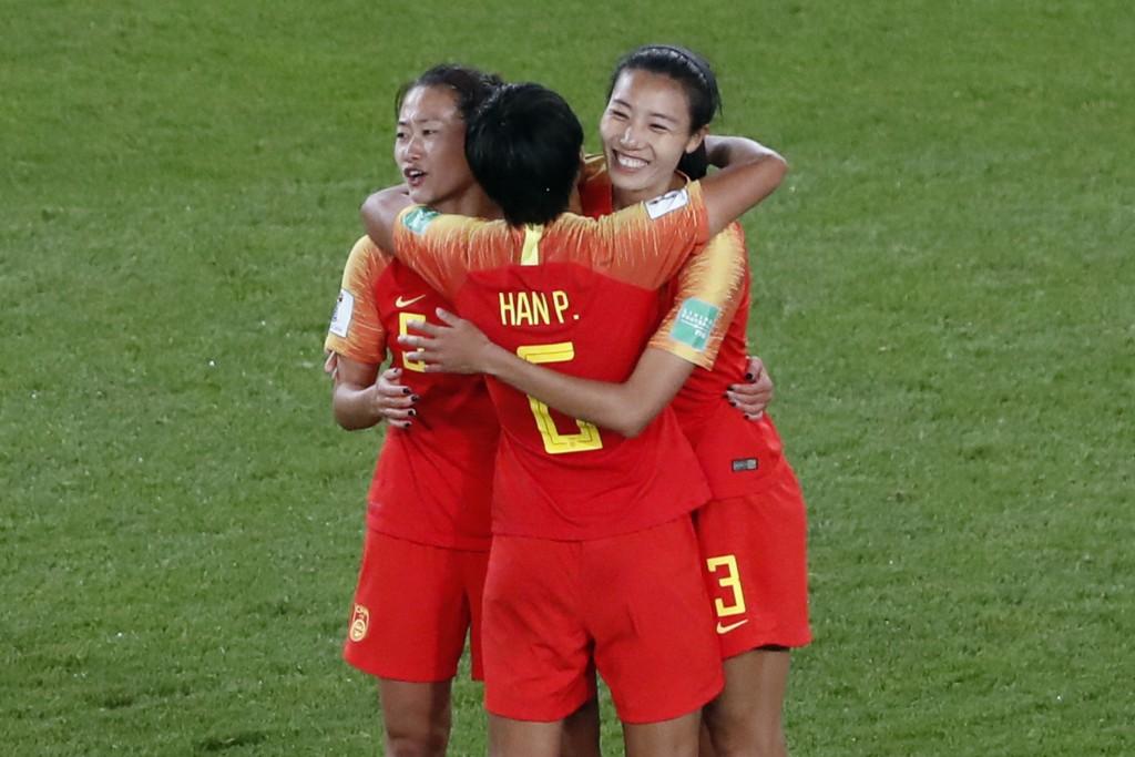 China's Wu Haiyan, China's Han Peng, and China's L...
