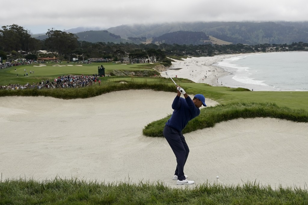 Tiger Woods hits out of the bunker on the ninth hole during the second round of the U.S. Open Championship golf tournament Friday, June 14, 2019, in P