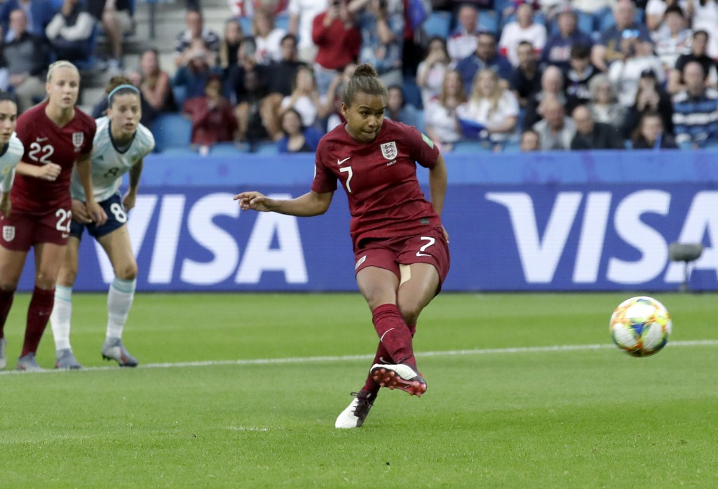 England's Nikita Parris, center, fails to score a penalty goal during the Women's World Cup Group D soccer match between England and Argentina at the