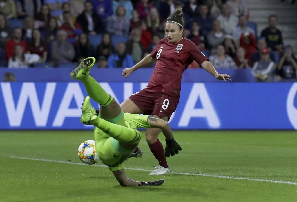 England's Jodie Taylor, rear, scores the opening goal during the Women's World Cup Group D soccer match between England and Argentina at the Stade Oce