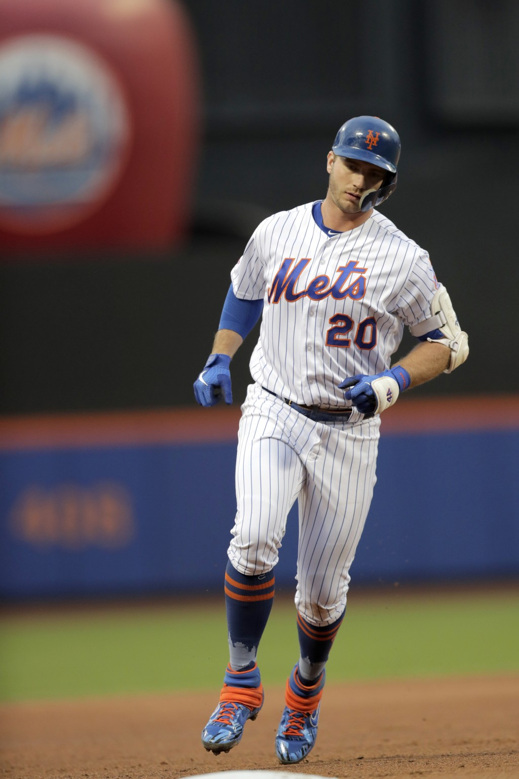 New York Mets' Pete Alonso runs the bases after hitting a three-run home run off St. Louis Cardinals starting pitcher Michael Wacha during the first i...