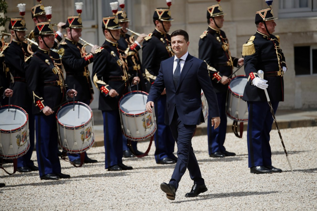 Ukrainian President Volodymyr Zelenskiy, arrives for a meeting with French President Emmanuel Macron at the Elysee Palace in Paris, Monday, June 17, 2
