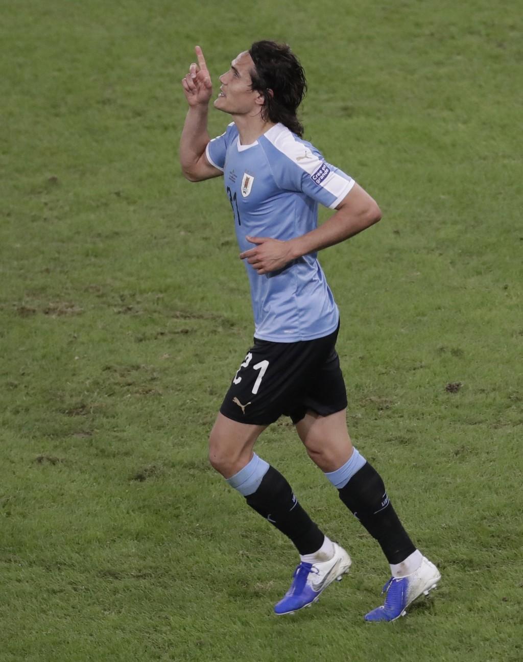 Uruguay's Edinson Cavani celebrates scoring his side's first goal against Chile during a Copa America Group C soccer match at Maracana stadium in Rio ...