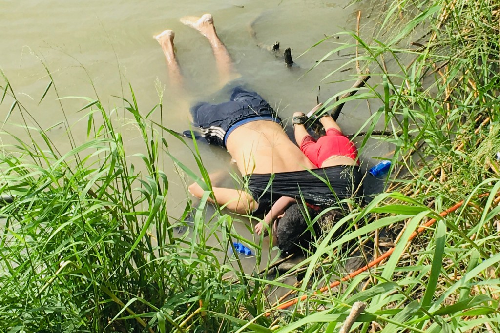 ADDS THAT PHOTO WAS FIRST PUBLISHED IN MEXICAN NEWSPAPER LA JORNADA - EDS NOTE: GRAPHIC CONTENT - The bodies of Salvadoran migrant Oscar Alberto Martí...