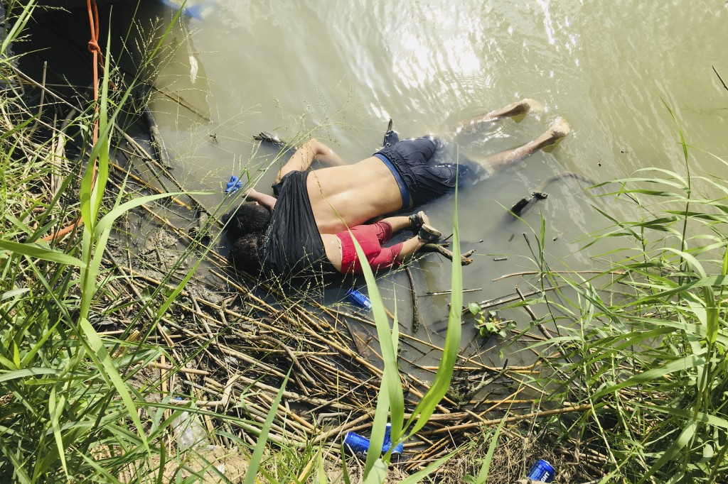 EDS NOTE: GRAPHIC CONTENT - The bodies of Salvadoran migrant Oscar Alberto Martínez Ramírez and his nearly 2-year-old daughter Valeria lie on the bank...