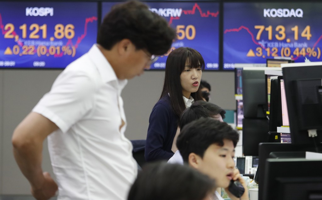 Currency traders work at the foreign exchange dealing room of the KEB Hana Bank headquarters in Seoul, South Korea, Wednesday, June 26, 2019. Asian sh...