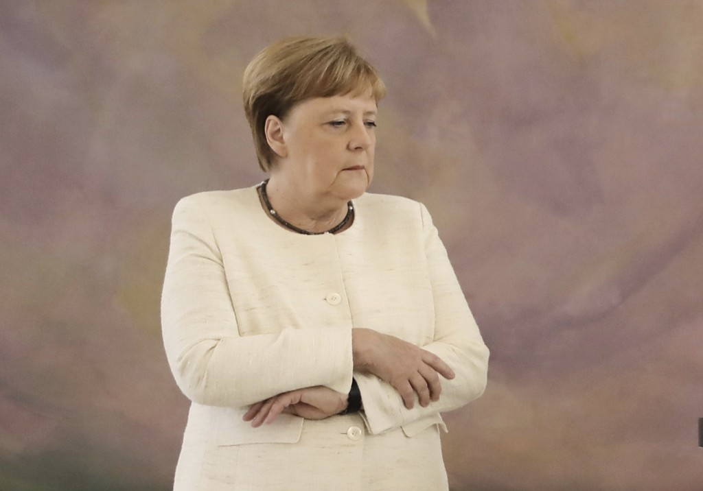 Chancellor Angela Merkel (CDU) takes part in the presentation of the appointment and dismissal certificate as Federal Minister of Justice to Katarina ...