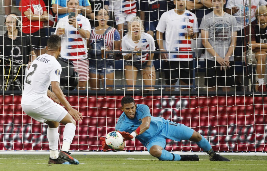 Panama goalkeeper Jose Calderon (12) blocks a shot against the United States as defender Francisco Palacios (2) watches during the first half of a CON...