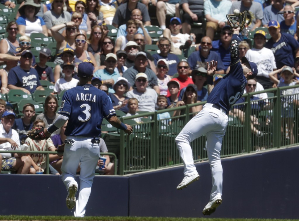 Milwaukee Brewers' Ryan Braun makes a running catch on a ball hit by Seattle Mariners' Dee Gordon during the second inning of a baseball game Thursday...