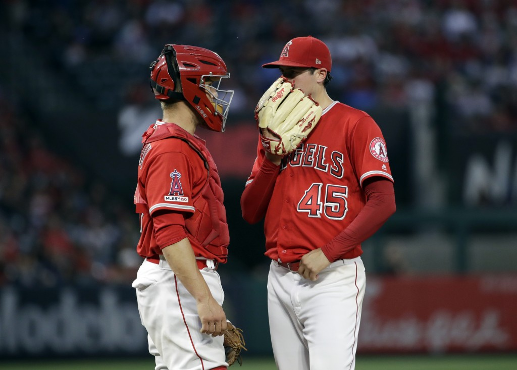 Los Angeles Angels starting pitcher Tyler Skaggs, right, talks to catcher Dustin Garneau during the fourth inning of the team's baseball game against ...