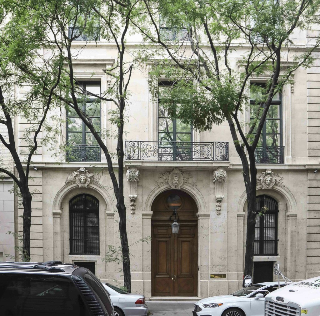 This photo shows the Manhattan residence of Jeffre...
