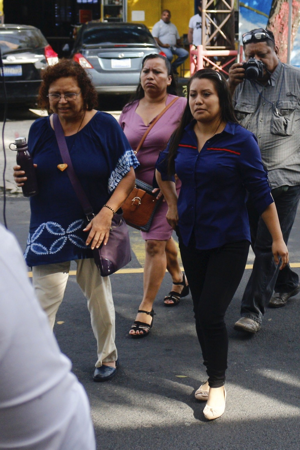 Evelyn Beatriz Hernandez, right, arrives to court for a new trial with a new judge, after her 30-year sentence for abortion was overturned in February