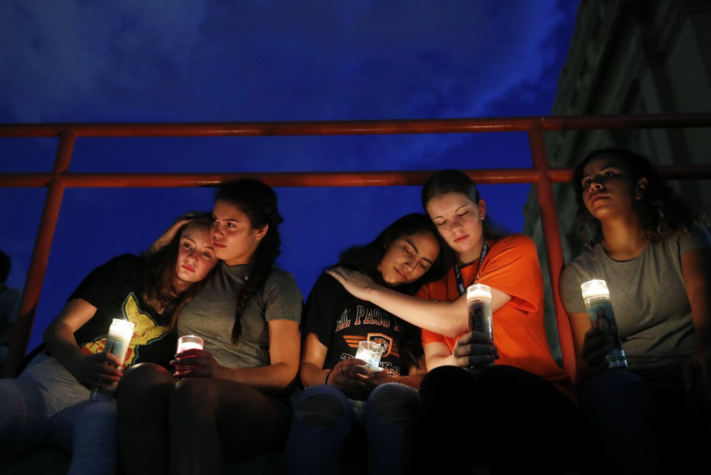 From left, Melody Stout, Hannah Payan, Aaliyah Alba, Sherie Gramlich and Laura Barrios comfort each other during a vigil for victims of the shooting S