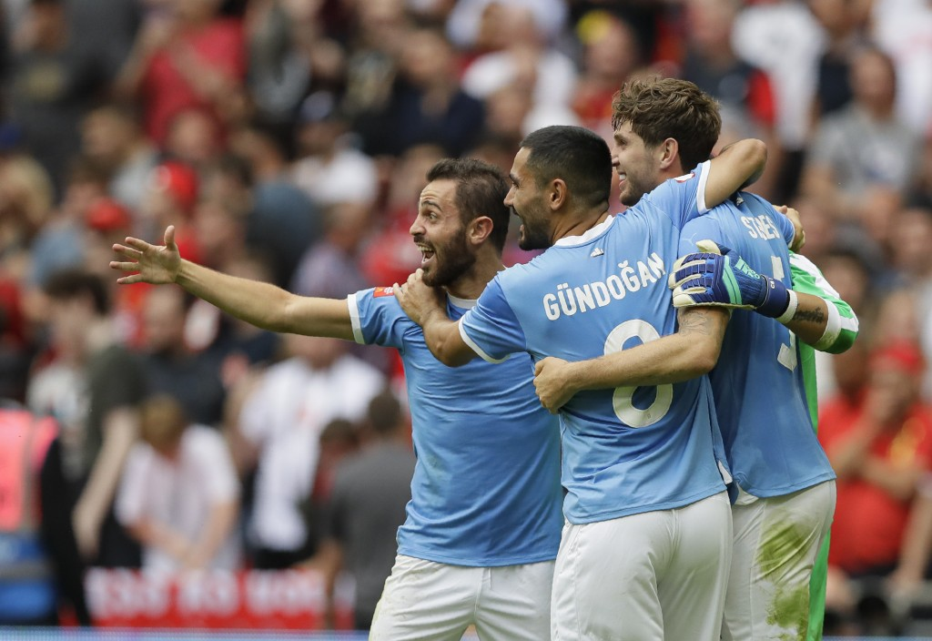 Manchester City's İlkay Gündoğan celebrates with team mates after the penalty shootout during the English Community Shield soccer match between Liverp...