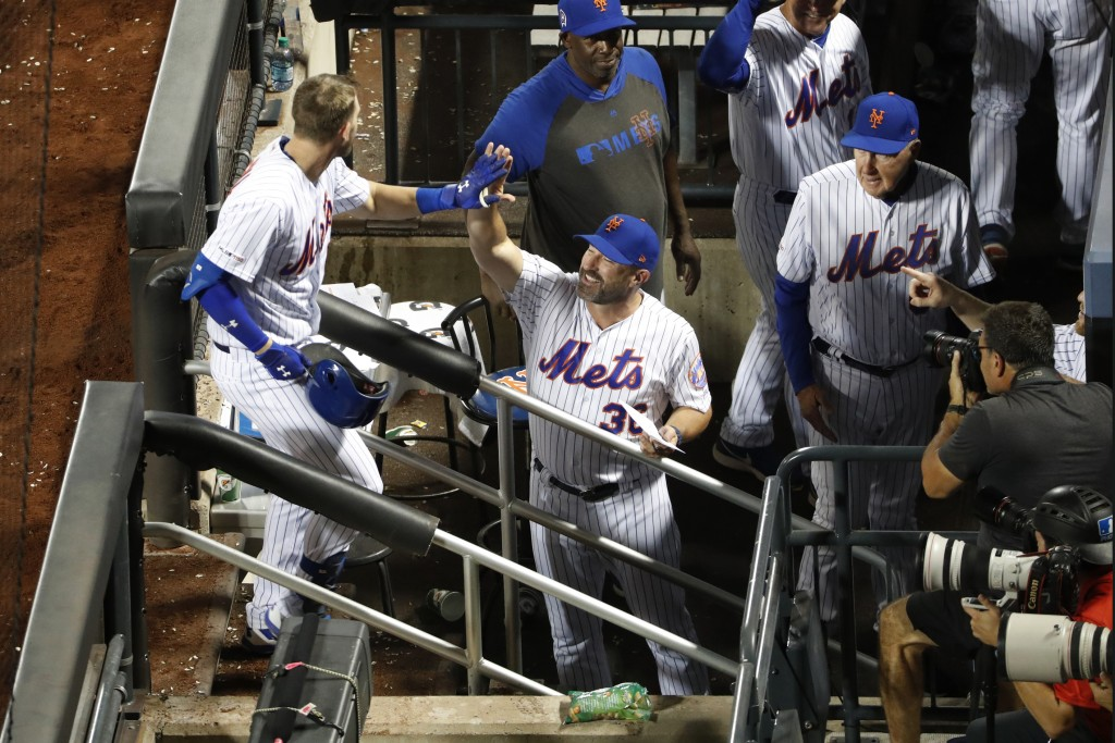 New York Mets manager Mickey Callaway (36) greets Jeff McNeil, left, at the dugout steps after McNeil hit a two-run home run during the sixth inning o