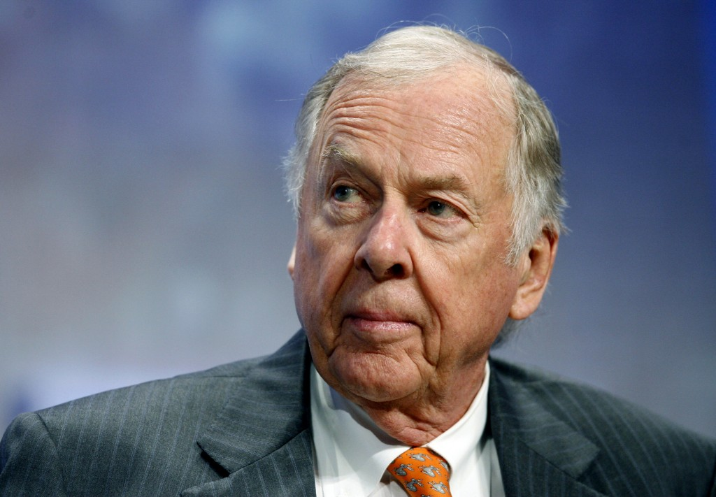 FILE - In this Sept. 25, 2018, file photo, billionaire energy magnate T. Boone Pickens, chairman of BP Capital Management, participates in the opening...
