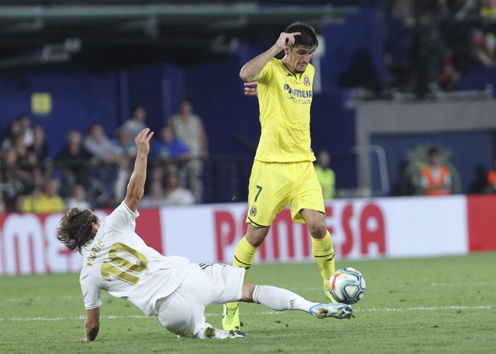 Villareal's Gerard Moreno controls the ball past Real Madrid's Luka Modric during the Spanish La Liga soccer match between Villarreal and Real Madrid ...