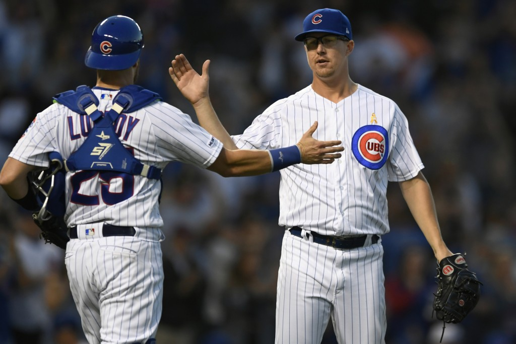 Chicago Cubs closing pitcher Alec Mills right, celebrates with catcher Jonathan Lucroy (25) after defeating the Pittsburgh Pirates in a baseball game