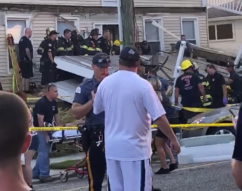 New Jersey beach house deck collapse injures at least 22