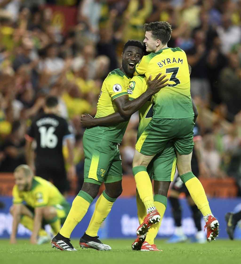 Norwich City's Alexander Tettey, left, and Sam Byram celebrate at the final whistle after the English Premier League soccer match between Norwich City...