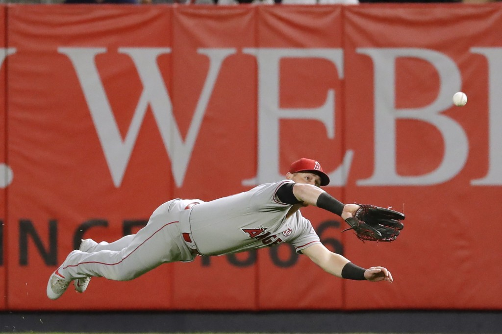 Los Angeles Angels right fielder Kole Calhoun dives to catch a ball hit by New York Yankees' Luke Voit for the out during the second inning of a baseb