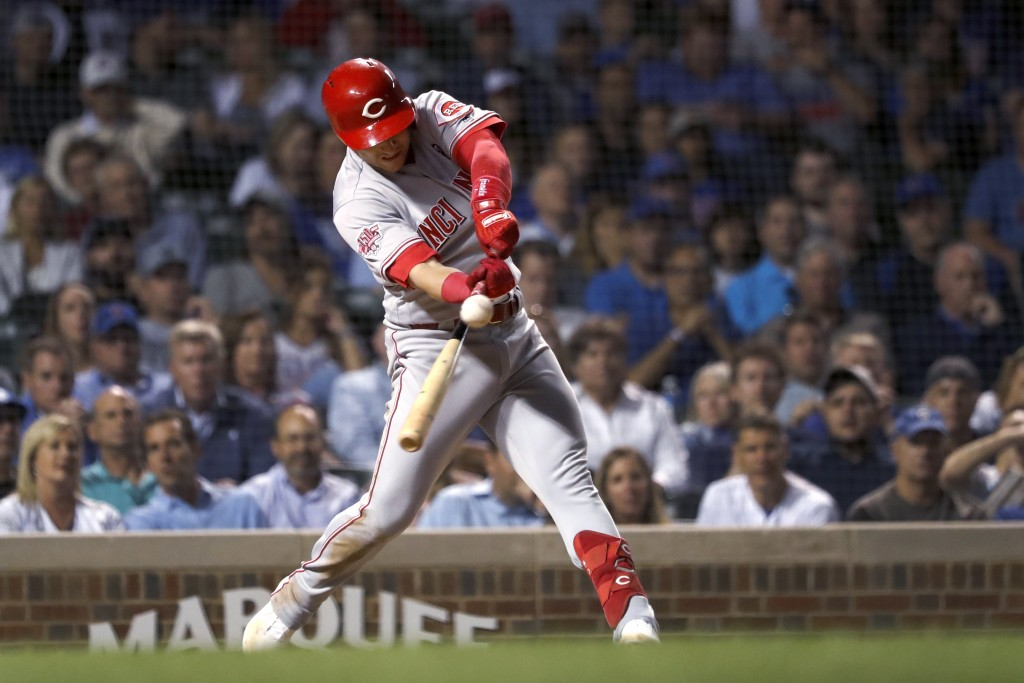 Cincinnati Reds' Jose Iglesias hits an RBI double during the 10th inning of the team's baseball game against the Chicago Cubs on Wednesday, Sept. 18, ...