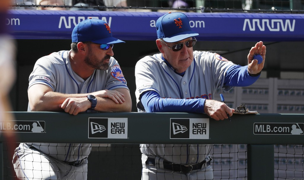 New York Mets interim pitching coach Phil Regan, right, confers with manager Mickey Callaway in the second inning of a baseball game against the Color...