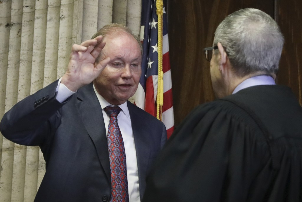In this Aug. 23, 2019 photo, former U.S. Attorney Dan Webb takes the oath of special prosecutor before Judge Michael Toomin, during an status hearing ...