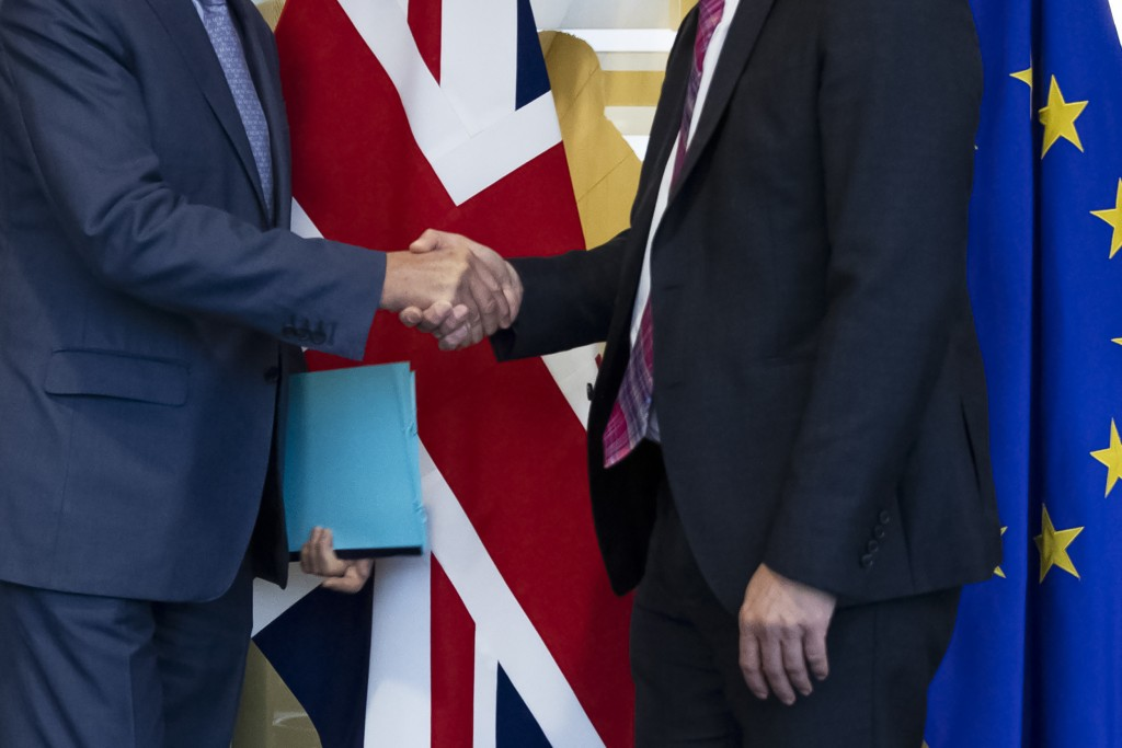 UK Brexit secretary Stephen Barclay, right, shakes hands with European Union chief Brexit negotiator Michel Barnier before their meeting at the Europe...