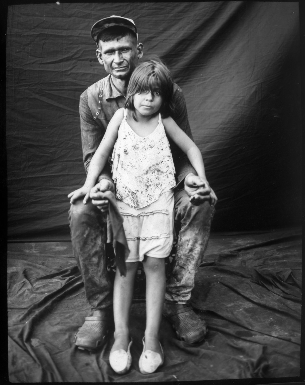 Fisherman Emanuel Salcedo poses for a portrait with his daughter Emilialsen after a day of harvesting crabs from oil-contaminated Lake Maracaibo in Ca