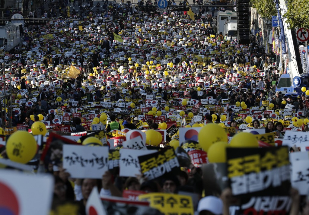 Pro-government supporters shout slogans before a rally supporting Justice Minister, Cho Kuk in front of Seoul Central District Prosecutors' Office in ...